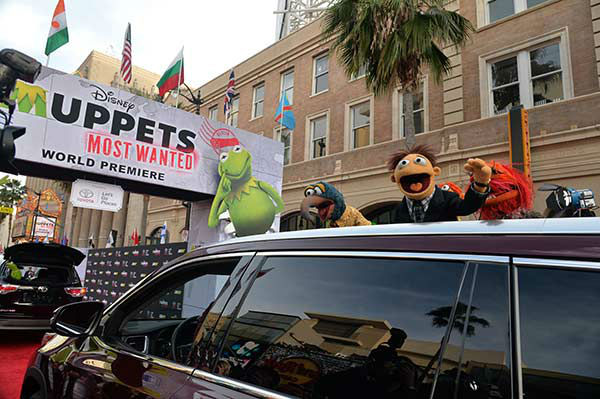Muppets arrive at the world premiere of Disney&#39;s &#39;Muppets Most Wanted&#39; at the El Capitan Theatre on March 11, 2014 in Hollywood, California.  <span class=meta>(Alberto E. Rodriguez&#47;Getty Images for Disney)</span>
