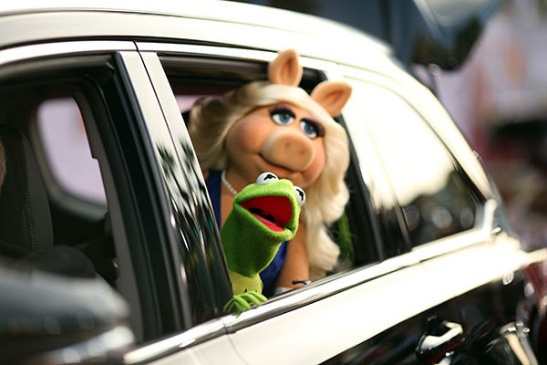 Kermit the Frog &#40;L&#41; and Miss Piggy arrive at the world premiere of Disney&#39;s &#39;Muppets Most Wanted&#39; at the El Capitan Theatre on March 11, 2014 in Hollywood, California. <span class=meta>(Christopher Polk&#47;Getty Images for Disney)</span>