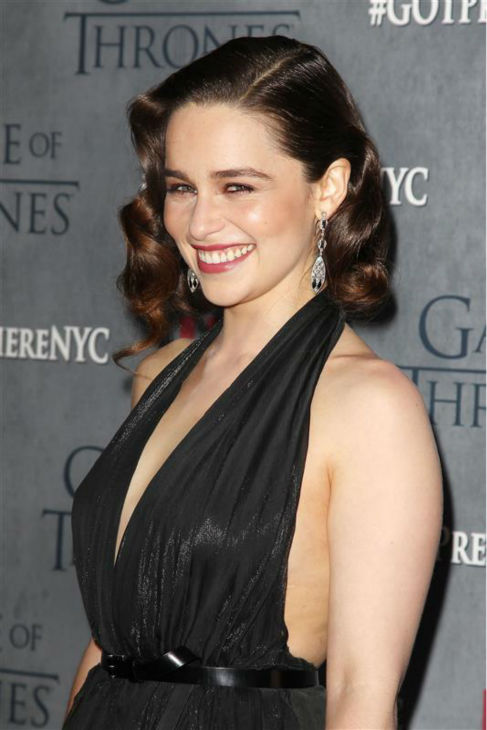 140318-galleryimg-otrc-game-of-thrones-season-4-premiere-ny-emilia-clarke-side.jpg (487×730)