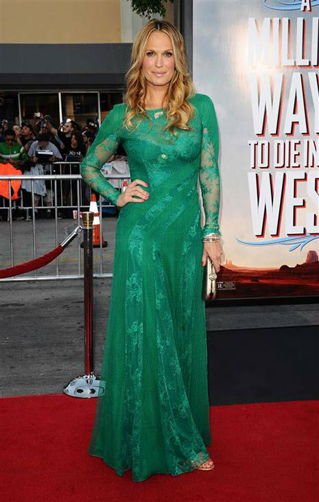 "<div class=""meta image-caption""><div class=""origin-logo origin-image ""><span></span></div><span class=""caption-text"">Molly Sims appears at the Los Angeles premiere of 'A Million Ways to Die in the West' on May 15, 2014. (Sara De Boer/startraksphoto.com)</span></div>"