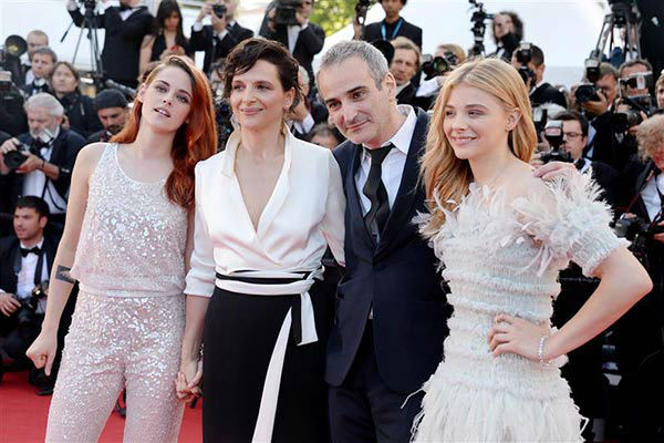 Olivier Assayas, Juliette Binoche, Chloe Grace Moretz and Kristen Stewart appear at the &#39;Clouds of Sils Maria&#39; screening at the 67th Cannes Film Festival on May 23, 2014. <span class=meta>(Nicolas Briquet&#47;Abaca&#47;startraksphoto.com)</span>