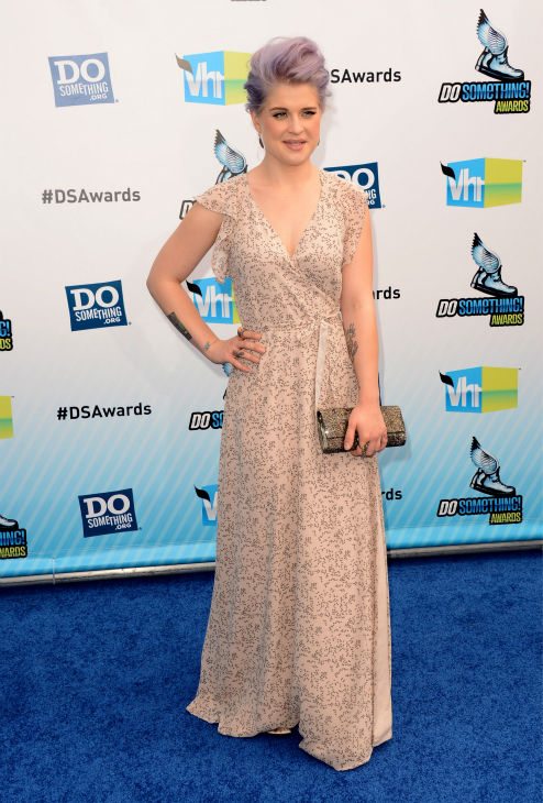 "<div class=""meta ""><span class=""caption-text "">Kelly Osbourne arrives at the 2012 Do Something! Awards at Barker Hangar on August 19, 2012 in Santa Monica, California.   (Jason Merritt / Getty Images)</span></div>"