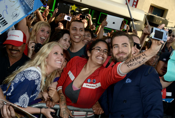 Chris Pine &#40;Kirk&#41; poses with fans at the premiere of Paramount Pictures&#39; &#39;Star Trek Into Darkness&#39; at the Dolby Theatre in Hollywood, California on May 14, 2013.  <span class=meta>(Kevin Winter &#47; Getty Images for Paramount Pictures)</span>