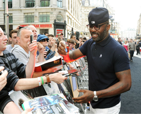 Actor Idris Elba signs autographs for fans at the world premiere of &#39;World War Z&#39; at the Empire Cinema Leicester Square in London on June 2, 2013. <span class=meta>(Dave M. Benett &#47; WireImage for Paramount)</span>