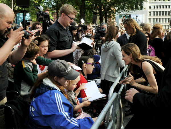 Angelina Jolie meets fans at the world premiere of &#39;World War Z,&#39; which stars fiance Brad Pitt, at the Empire Cinema Leicester Square in London on June 2, 2013. <span class=meta>(Dave M. Benett &#47; WireImage for Paramount)</span>
