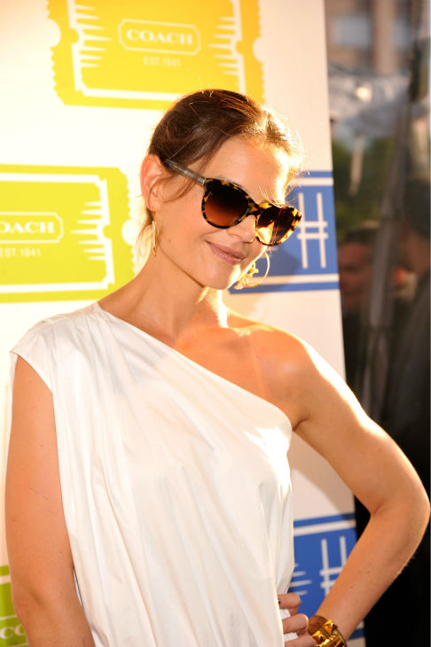 "<div class=""meta image-caption""><div class=""origin-logo origin-image ""><span></span></div><span class=""caption-text"">Katie Holmes attends Summer Party on The Highline, presented by Coach at High Line Park in New York City on June 11, 2013. She is wearing a white one-shoulder Chloe Resort 2013 dress, paried with a Coach 'Madison' clutch and Azzedine Ala?a gladiator sandals. (Stephen Lovekin / Getty Images for COACH)</span></div>"