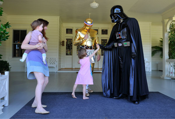 "<div class=""meta ""><span class=""caption-text "">'How I Met Your Mother' star Alyson Hannigan, husband and fellow 'Buffy' alum Alexis Denisof and their daughters Satyana and Keeva (held by Hannigan) are seen at the Course Of The Force 2013, an 'Epic Lightsaber Relay,' benefiting the Make-A-Wish Foundation, at 'Star Wars' creator George Lucas' Skywalker Ranch in California on July 9, 2013. (Steve Jennings / WireImage)</span></div>"