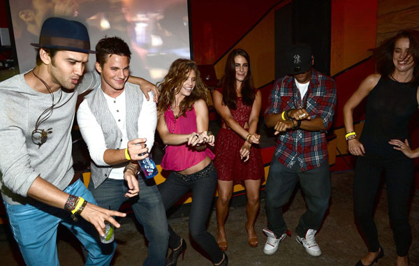 L to R: Michael Steger, Matt Lanter, AnnaLynne McCord, Jessica Lowndes, Tristan Wilds and Jessica Stroup are pictured at Pink Taco in L.A. on Sept. 29, 2012 to celebrate the CW show '90210's 100th episode, ahead of the season 5 premiere.