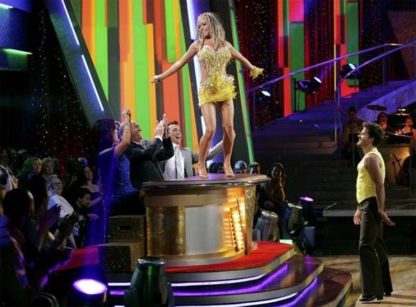 "<div class=""meta image-caption""><div class=""origin-logo origin-image ""><span></span></div><span class=""caption-text"">Kendra Wilkinson and Louis Van Amstel entertained the audience with an encore performance on 'Dancing With The Stars: The Results Show' on Tuesday, April 26, 2011. (ABC Photo/ Adam Taylor)</span></div>"