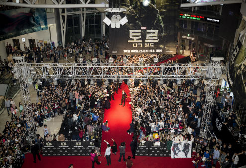 Fans gather at a &#39;Thor: The Dark World&#39; fan event in Seoul, South Korea on Oct. 14, 2013. <span class=meta>(Ho Chang &#47; Walt Disney Studios)</span>