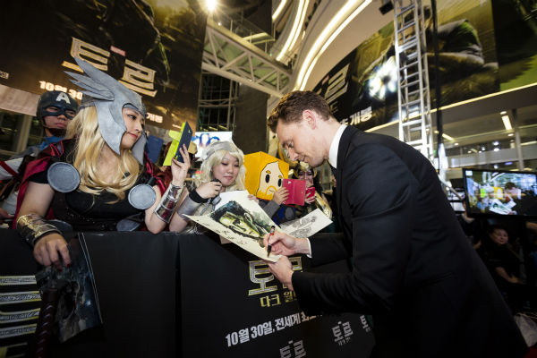 "<div class=""meta image-caption""><div class=""origin-logo origin-image ""><span></span></div><span class=""caption-text"">Tom Hiddleston signs autographs at a 'Thor: The Dark World' fan event in Seoul, South Korea on Oct. 14, 2013. (Ho Chang / Walt Disney Studios)</span></div>"
