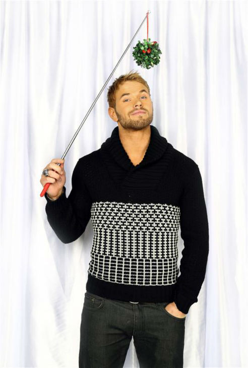 "<div class=""meta image-caption""><div class=""origin-logo origin-image ""><span></span></div><span class=""caption-text"">'Twilight' alum Kellan Lutz poses in a holiday-themed photo booth at Z100's Jingle Ball 2013 on Dec. 13, 2013, just before Christmas. (Sara Jaye Weiss  / Startraksphoto.com)</span></div>"