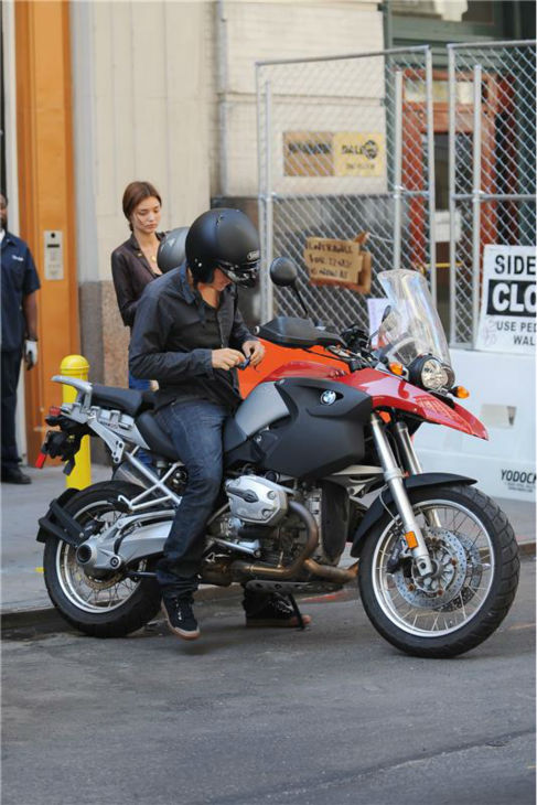 Miranda Kerr and Orlando Bloom go for a motorcycle ride in New York on Aug. 20, 2008. <span class=meta>(Humberto Carreno &#47; Startraksphoto.com)</span>