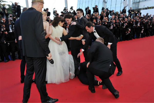 "<div class=""meta image-caption""><div class=""origin-logo origin-image ""><span></span></div><span class=""caption-text"">Security officials try to restrain notorious prankster of celebrities, Ukrainian reporter Vitalii Sediuk, after he crawled under actress America Ferrera's ball gown at a screening of 'How To Train Your Dragon 2' at the 2014 Cannes Film Festival on Friday, May 16, 2014. Also pictured: Kit Harington and Cate Blanchett. (Camilla Morandi / IPA / Startraksphoto.com)</span></div>"