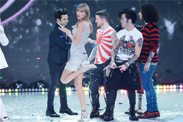 "<div class=""meta ""><span class=""caption-text "">Taylor Swift and Fall Out Boy perform on the runway at the 2013 Victoria's Secret Fashion Show at the Lexington Armory in New York on Nov. 13, 2013.  (Lionel Hahn / Startraksphoto.com)</span></div>"