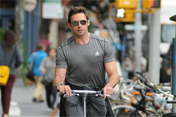 Hugh Jackman rides a scooter in New York City on Oct. 23, 2013. <span class=meta>(Humberto Carreno &#47; Startraksphoto.com)</span>