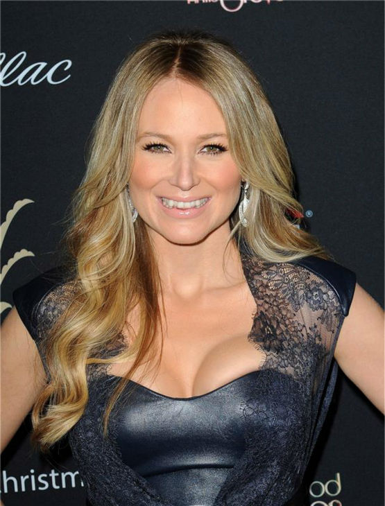 Jewel appears at the 11th annual Christmas Tree Lighting Spectacular event at The Grove shopping mall in Los Angeles on Nov. 17, 2013. <span class=meta>(Daniel Robertson &#47; Startraksphoto.com)</span>