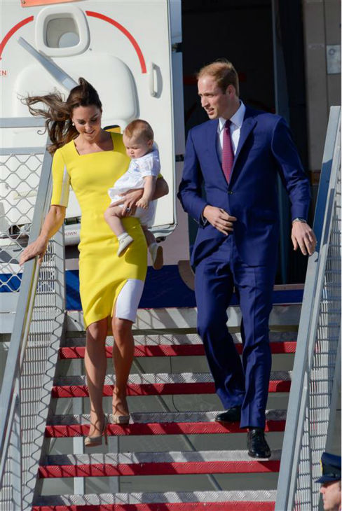 "<div class=""meta ""><span class=""caption-text "">The time Kate Middleton, aka Catherine, Duchess of Cambridge, carried son Prince George while exiting a plane in Australia with husband Prince William on April 16, 2014. She's wearing HEELS! (Paul McConnell / Startraksphoto.com)</span></div>"