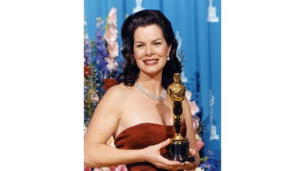 Marcia Gay Harden, wins the Academy Award for her performance by an Actress in a Supporting Role in 2001.