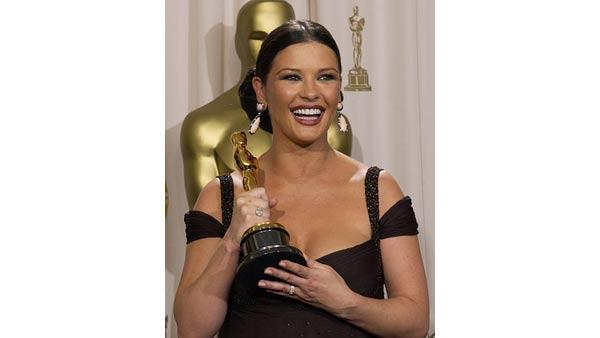 Best supporting actress Catherine Zeta-Jones poses with her Oscar at the 75th annual Academy Awards Sunday, March 23, 2003, in Los Angeles. Zeta-Jones won for her work in 'Chicago'.