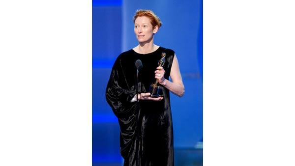 ilda Swinton accepts the Academy Award for Best Supporting Actress during the 80th Annual Academy Awards at the Kodak Theatre in Hollywood, CA, on Sunday, February 24, 2008.