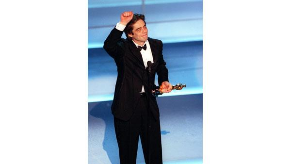 Benicio Del Toro accepts an Oscar in the Best Supporting Actor category for his role in 'Traffic' Sunday March 25 at the 73rd Annual Academy Awards.