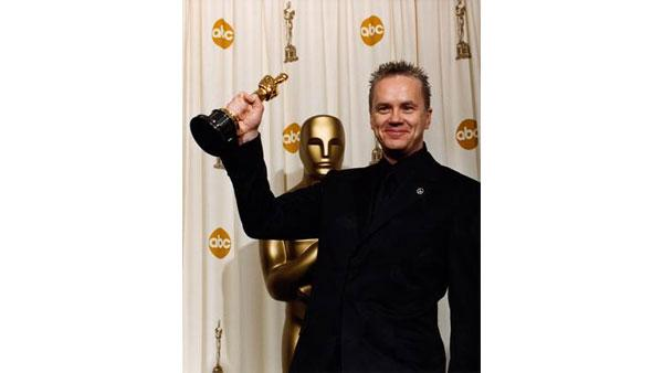 Tim Robbins, Actor in a Supporting Role, 'Mystic River'.