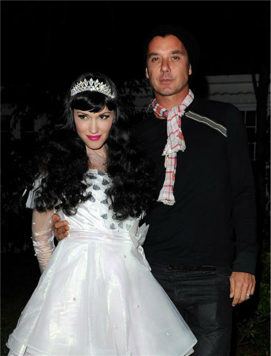 Gwen Stefani and husband and Bush singer Gavin Rossdale are seen Trick-Or-Treating in Los Angeles on Oct. 31, 2013. <span class=meta>(Daniel Robertson &#47; Startraksphoto.com)</span>