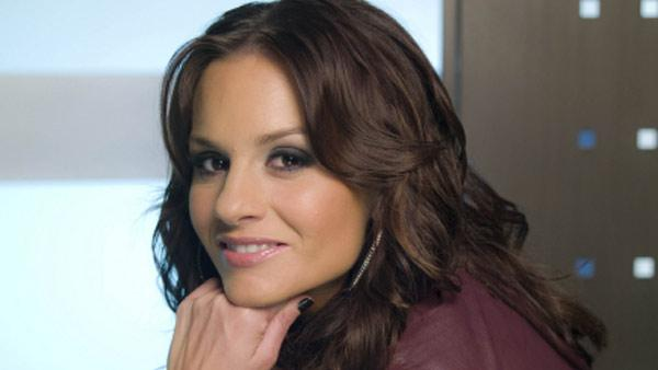 Kara DioGuardi appears in a promotional photo for American Idol. - Provided courtesy of Michael Becker / FOX