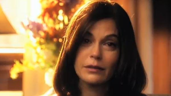 Teri Hatcher appears in the Smallville episode Abandoned. - Provided courtesy of The CW Network