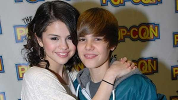 Justin Bieber and Selena Gomez get close on the Pop-Con 2010 red carpet - Provided courtesy of KABC / Justin Bieber Official Website