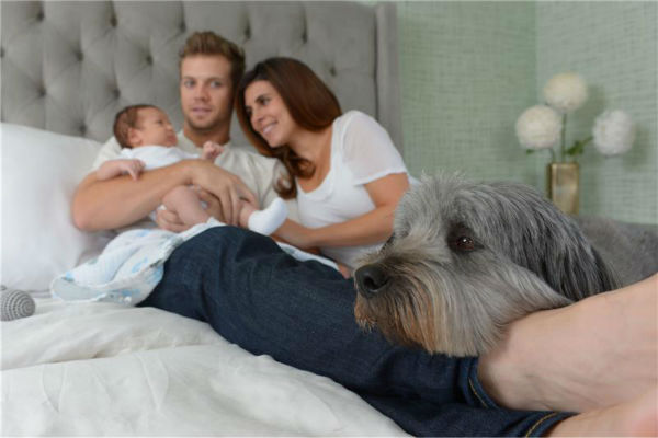 Jamie-Lynn Sigler of &#39;The Sopranos&#39; and &#39;Entourage&#39; fame appears with fiance and baseball player Cutter Dykstra, their baby son, Beau, and the family dog, in Los Angeles on Oct. 10, 2013. The boy was born on Aug. 28 and is the couple&#39;s first child. <span class=meta>(Michael Simon &#47; Startraksphoto.com)</span>