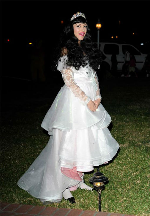 Gwen Stefani is seen Trick-Or-Treating in Los Angeles on Oct. 31, 2013. <span class=meta>(Daniel Robertson &#47; Startraksphoto.com)</span>