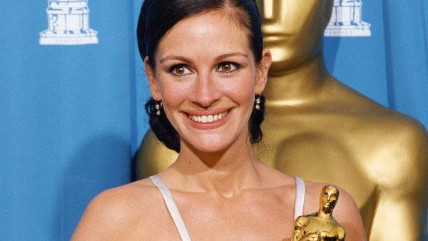 Julia Roberts wins the Academy Award for her Performance in the film 'Erin Brockovich.'