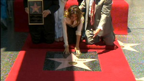 Shania Twain gets star on Walk of Fame