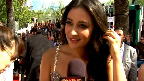 'Pretty Little Liars' star dishes spoilers