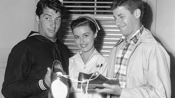 Actress Elaine Stewart, who starred in the 1950s film 'Brigadoon' and 1970s game shows 'Gambit' and 'High Rollers,' died at the ag