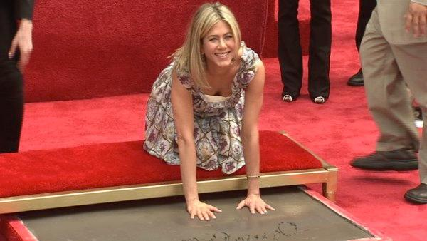 Jennifer Aniston gets handprint honor (Video)