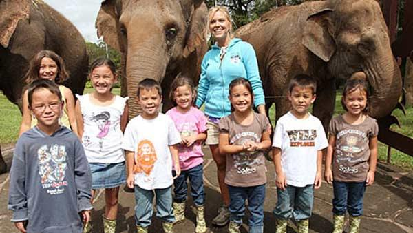 Kate Gosselin and her sextuplets and twins pose for a photo at the Australia Zoo to promote their TLC reality show Kate Plus 8 in 2011. - Provided courtesy of TLC