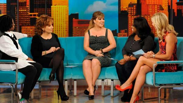 Kelly Clarkson appears on The View on October 27, 2011. - Provided courtesy of ABC
