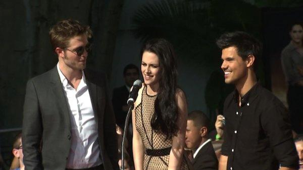 The Twilight stars talk about what its like to have their handprints immortalized at Graumans Chinese Theatre. - Provided courtesy of OTRC
