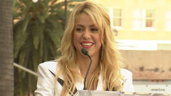 Shakira gets Hollywood star (Video)