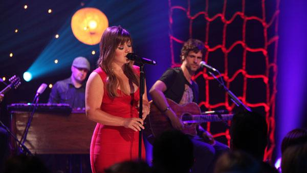 Kelly Clarkson appears on VH1 Unplugged in November 2011. - Provided courtesy of VH1/Justin Boruki