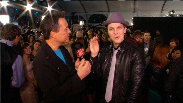 Gavin DeGraw talks to On The Red Carpets George Pennachio at the 2011 American Music Awards on November 20.