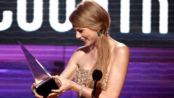 Taylor Swift accepts the award for country favorite female artist at the 39th Annual American Music Awards on Sunday, Nov. 20, 2011 in Los Angeles. - Provided courtesy of AP / Matt Sayles