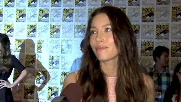 Jessica Biel talks to OnTheRedCarpet.com at Comic-Con about the 'Total Recall' remake set to debut in 2012.