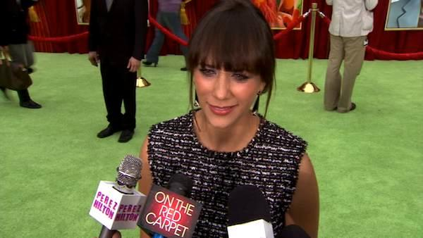 Rashida Jones talks to OnTheRedCarpet.com at the Hollywood premiere of 'The Muppets.'