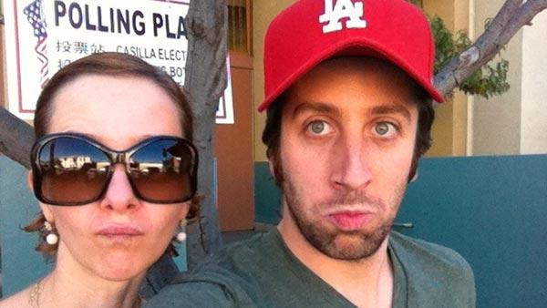 Simon Helberg appears in a photo with his wife from his official Twitter page.