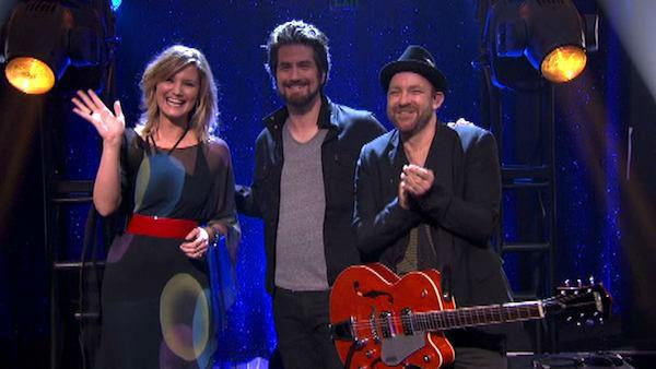 Matt Nathanson performed his latest single 'Run' featuring Sugarland in a special performance accompanied by pro dancers Tristan MacManus and Peta Murgatroyd on 'Dancing With The Stars: The Result S