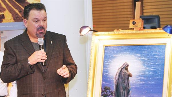 Artist Thomas Kinkade unveils his painting, 'Prayer For Peace,' at the opening of the exhibit 'From Abraham to Jesus,' on Sept. 15, 2006 in Atlanta.